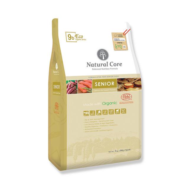 Thức ăn cho chó già Natural Cora cá hồi 1kg